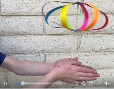 Twirligig ~ un jouet en papier arc-en-ciel